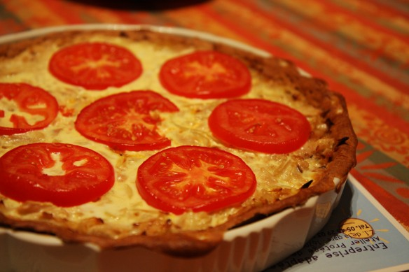 Tuna, tomato and onion tart